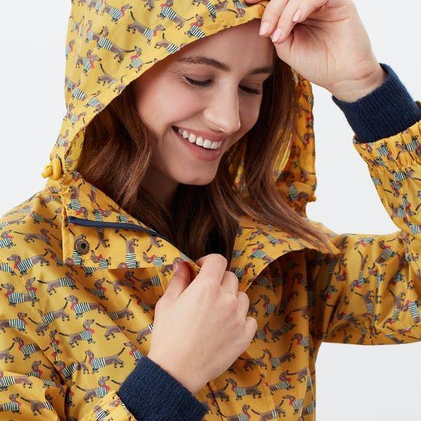 Kurzer Regenmantel // Gelb mit Dackeln
